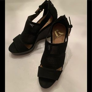 Report Shoes Black Wedge Size 6